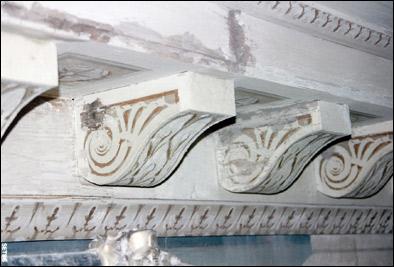 Restauro soffitto a cassettoni decorato rosa restauri for Soffitto della cattedrale di legno