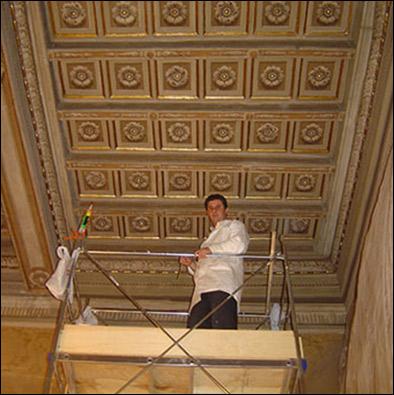 Restauro soffitto in legno decorato rosa restauri for Soffitto della cattedrale di legno